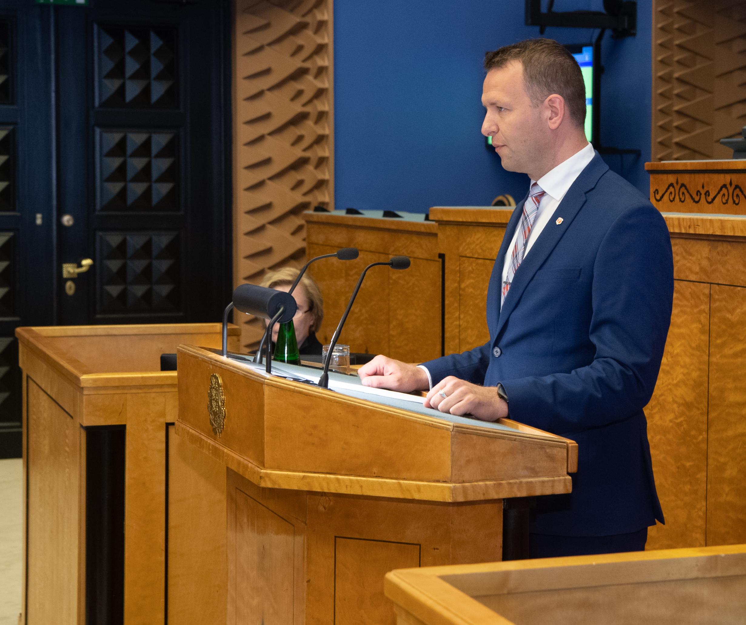 Lauri Läänemets Riigikogu puldis